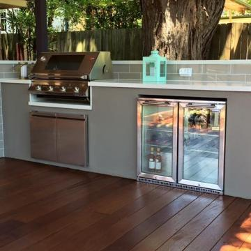Built in BBQ and outdoor kitchen